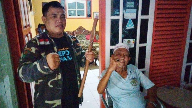 Ketua GP Ansor Depok Dibekali 'Pentungan Kramat'