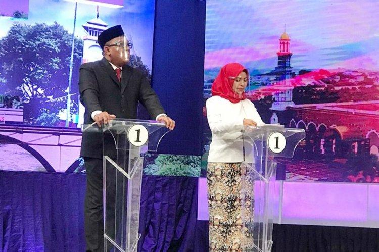 Idris Sindir Panelis Debat, Afifah 'Bawa' Jokowi